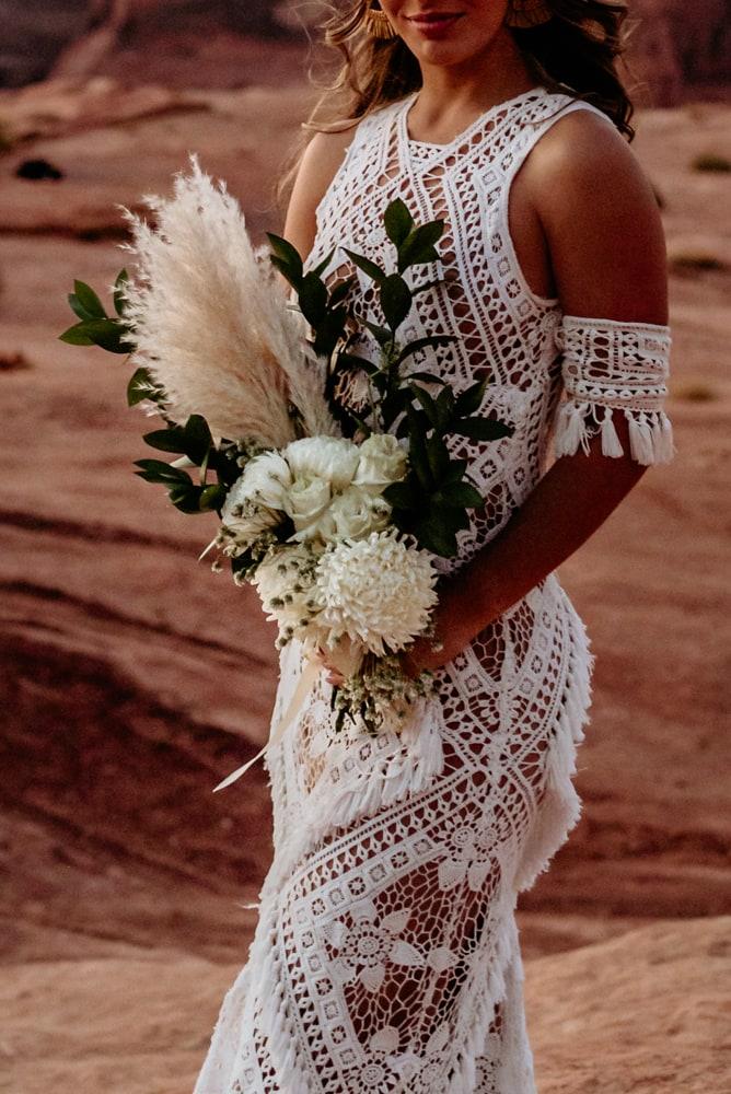 Boho bouquet and lace dress at Horseshoe Bend elopement
