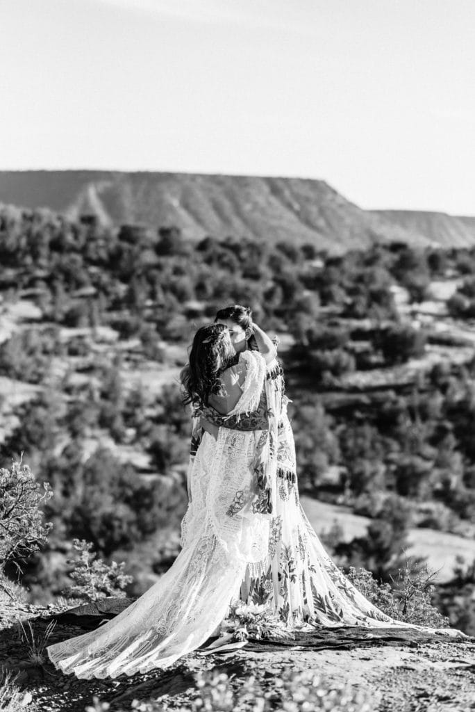 First kiss during Sedona wedding