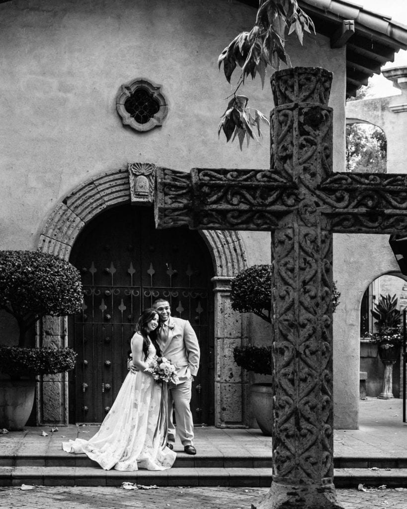 Bridal portraits in front of the Tlaquepaque chapel and Cross
